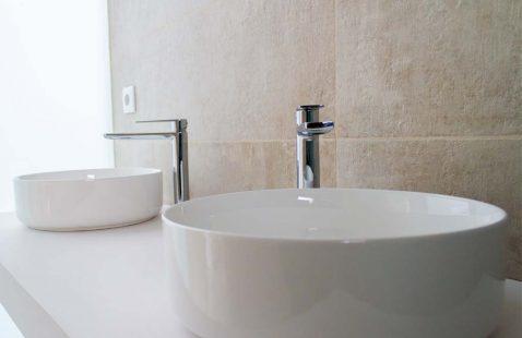 Detalle acabado baños