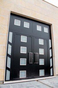 Puerta principal construccion casa